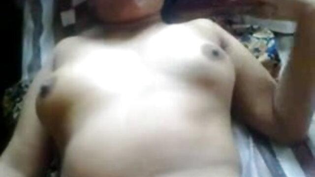 एक टी-शर्ट में एक लड़की और वीडियो सेक्सी हिंदी मूवी दोस्त की बोल्ट पर नारेबाजी करते हुए उसे चूत में ले गई