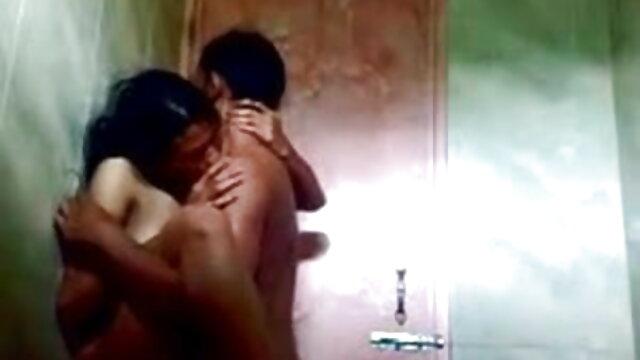 Blowjob के बाद कारमेन कैलिएंट ने बिस्तर पर एक आदमी के साथ विभिन्न हिंदी इंग्लिश सेक्सी मूवी पदों पर सेक्स किया