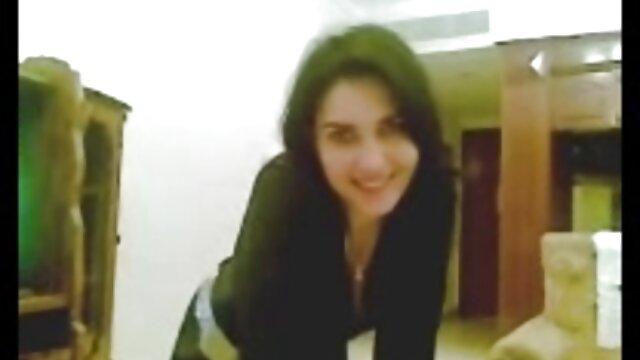 लुलु मार्टिनेज बेडरूम में दो दोस्तों के साथ सेक्सी मूवी इन हिंदी बढ़ जाता है