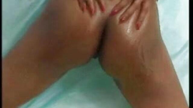 बूढ़े आदमी ने एक युवा भूरे बालों वाली महिला मूवी सेक्सी हिंदी में वीडियो को एक टैटू और कार्यालय में गहरे गले के साथ गड़बड़ कर दिया