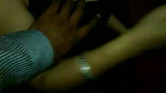सुंदर महिला ने क्लिटोरिस सेक्सी वीडियो मूवी हिंदी में को झटका दिया, खुद को गांड में दे दिया