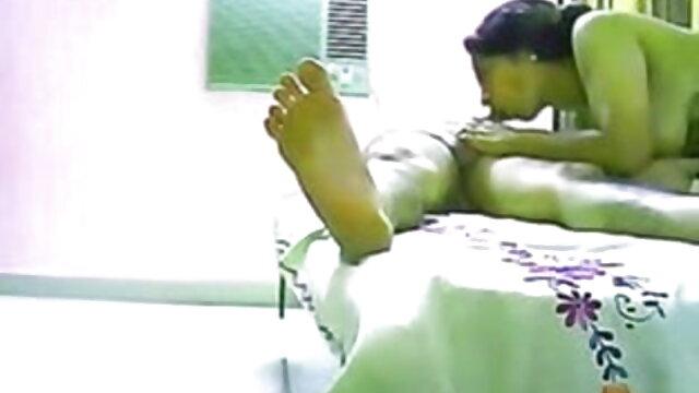 हॉल में दर्पण पर एक डिल्डो के सेक्सी हिंदी वीडियो फुल मूवी साथ एक वृद्ध श्यामला ने खुद को पाउंड किया