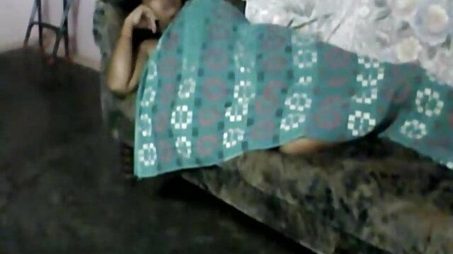 मैक्सिकन सेक्सी वीडियो फुल मूवी सोफे पर साइकिल चालक द्वारा गड़बड़ हो जाता है