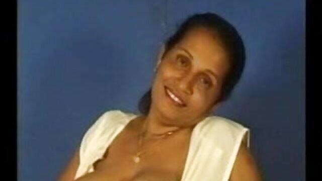 खुली खिड़की से युवा लड़की हस्तमैथुन करती है हिंदी में फुल सेक्सी फिल्म