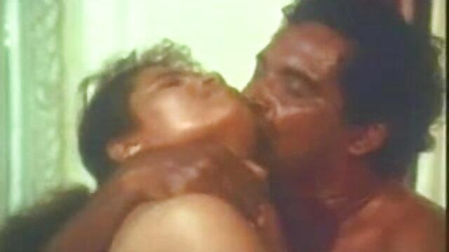 बिस्तर हिंदी में सेक्सी मूवी वीडियो में महिला छात्र
