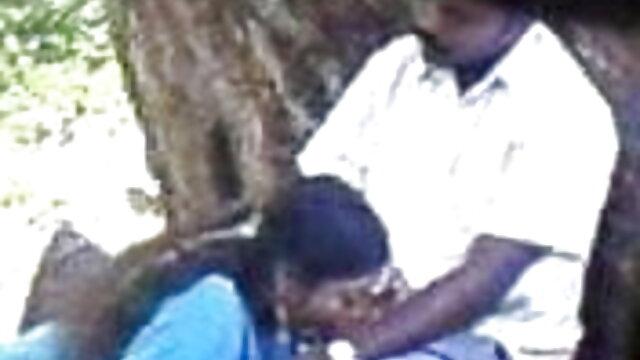 मालिश करनेवाली एक अंतरंग बाल सनी लियोन सेक्सी मूवी हिंदी कटवाने और उसके हाथों पर सह के साथ एक लड़की को चोदता है