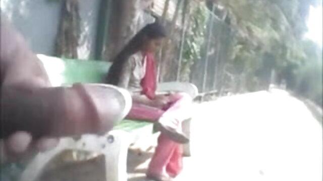 नीले मोजे में सेक्सी में हिंदी मूवी लड़की ने आंखों पर पट्टी बांधकर उसे अपने पड़ोसी को दे दिया