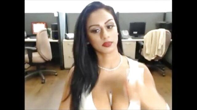 धोखेबाज़ हिंदी सेक्सी वीडियो फुल मूवी एक काले आदमी के साथ सेक्स करता है, जिसके पास एक लंबा डिक है