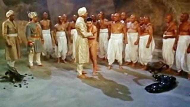 फर्श पर सेक्सी हिंदी फिल्म मूवी वीडियो एक काले आदमी को दो busty नर्स बकवास