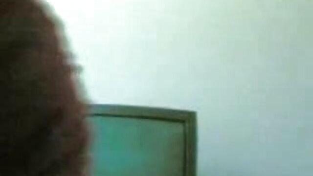 गहरे बालों वाली अठारह वर्षीय पतली लड़की जिमनास्टिक नग्न सेक्सी हिंदी वीडियो मूवी करती है