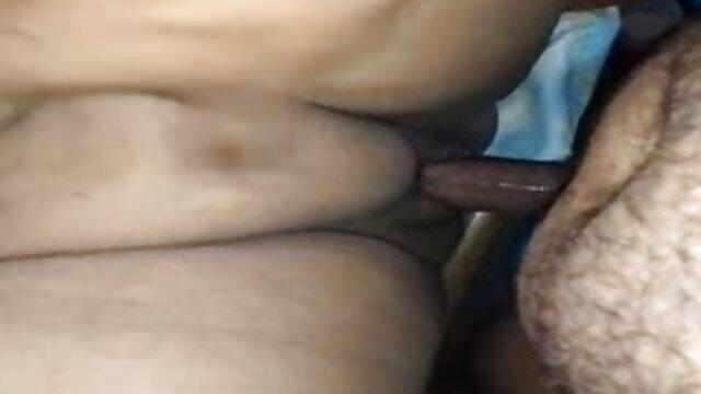 बेडरूम में एक काले आदमी सेक्सी हिंदी मूवी सेक्सी के साथ सभी छेदों में एक बालों वाली बिल्ली के साथ एक महिला