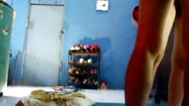 एक हिंदी वीडियो सेक्सी मूवी फिल्म छात्र एक प्रेमिका के सामने एक लड़के के साथ चुदाई करता है
