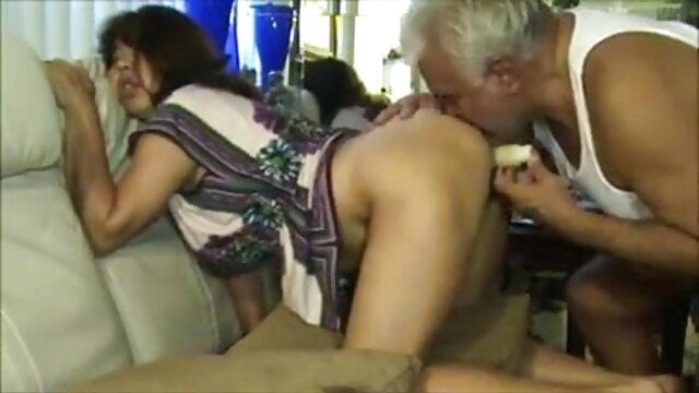 श्यामला और गोरा हिंदी में सेक्सी मूवी गुदा त्रिगुट से पहले एक दूसरे को सहलाते हैं