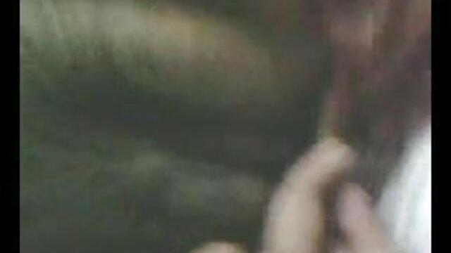 बिग बट हिंदी मूवी सेक्सी वीडियो चिक वेबकेम पर घर में मौजूद है