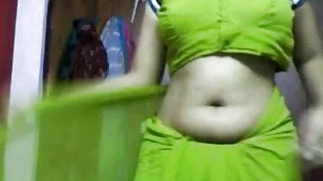 रूसी सुनहरे बालों वाली बिस्तर पर हिंदी सेक्स हॉट मूवी नग्न