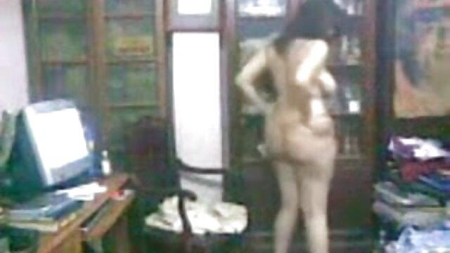 प्रेमी ने सेक्सी मूवी हिंदी वीडियो सभी छेदों में गुप्त चुदाई की