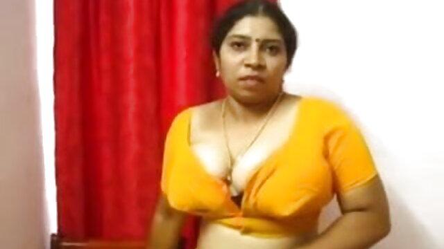 एक बालों वाली बिल्ली के साथ नग्न श्यामला सेक्सी वीडियो फिल्म हिंदी मूवी एक मालिशिया के साथ fucks