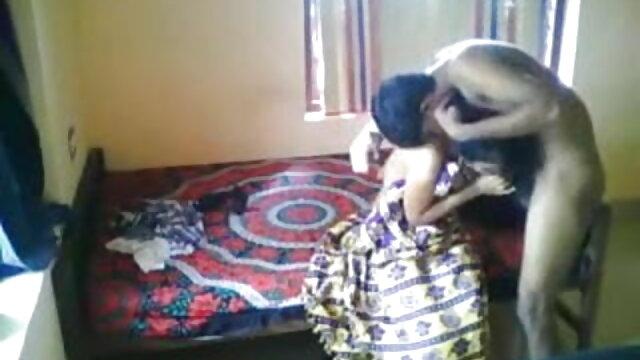 बूढ़े आदमी ने एक साक्षात्कार में सेक्स की मूवी हिंदी में मेज पर एक युवा लड़की को गड़बड़ कर दिया