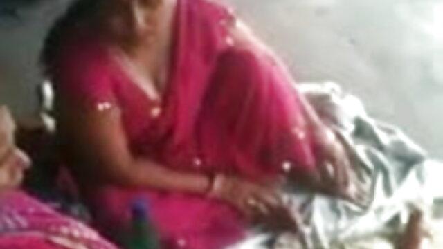 बड़े स्तन के साथ माँ दफ्तर में फोन पर हहाई से बात न्यू सेक्सी हिंदी मूवी करती है