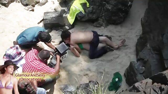 एक सेक्स हिंदी फुल मूवी आदमी प्रकृति में एक मोटी माँ की बालों वाली भट्ठा चाटता है