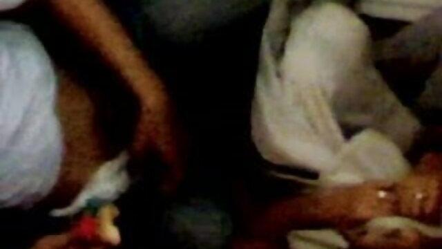 पागल गोरा एक खुले बीएफ सेक्सी फिल्में मूवी दरवाजे के सामने हस्तमैथुन करता है