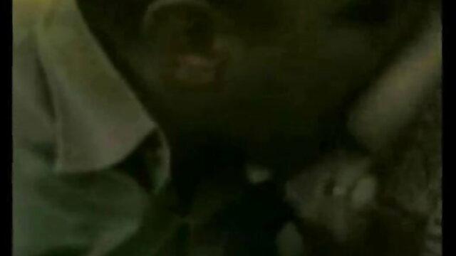 लड़की वेबकैम पर एक विशाल सेक्स हिंदी मूवी dildo पर उसे गधा स्लाइड