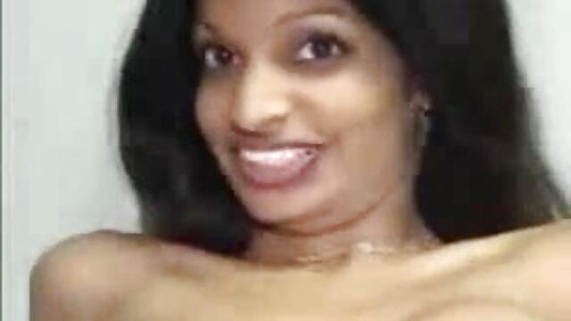 नीग्रो बिस्तर पर गुदा सेक्स में लड़की को हिंदी में फुल सेक्स मूवी चोदता है
