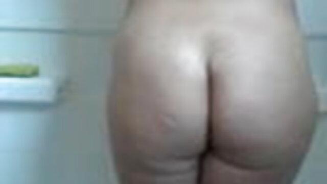 सुबह बिस्तर पर सेक्स की मूवी हिंदी में नंगे चूजे बेसिंग करते हैं