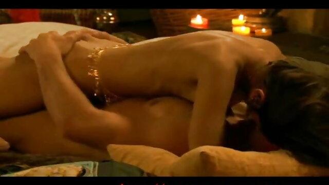 किशोर अश्लील: हिंदी सेक्सी फिल्म मूवी परिपक्व माँ लड़की और बेटा fucks
