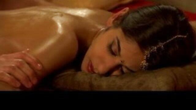 गृह प्रवेश: गोरा हस्तमैथुन करता है और कैमरे हिंदी सेक्सी मूवी हिंदी सेक्सी मूवी पर चुदाई करता है