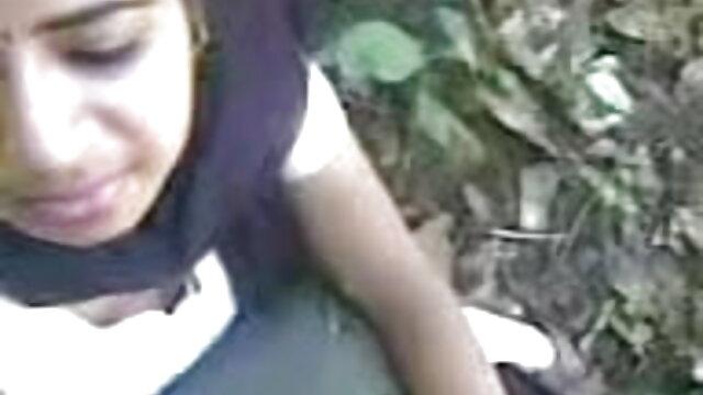 दोस्तों ने सड़क पर एक gazebo में दो हिंदी वीडियो सेक्सी फुल मूवी लंड सैंड्रा रूसो की चुदाई की