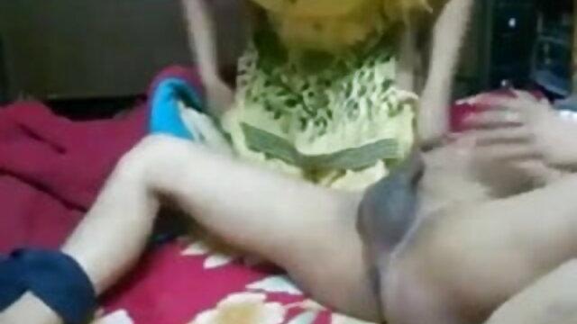 खूबसूरत अधोवस्त्र में एक लड़की दो सज्जनों के साथ गुदा में चुदाई करती है सेक्सी मूवी बीपी वीडियो