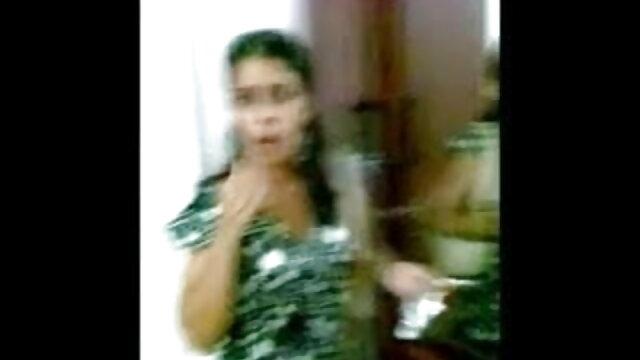 लेस्बियन अपने दोस्त के शरीर पर दही डालती मूवी सेक्सी फिल्म वीडियो में है और सफेद तरल को चाटती है