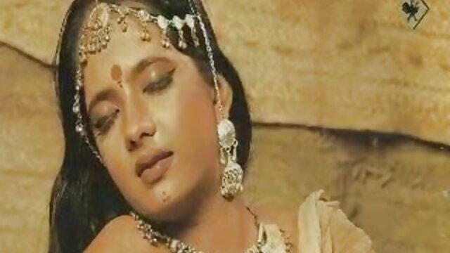 खल ने स्टॉकिंग में एक सेक्सी हिंदी मूवी वीडियो में धक-धक गर्ल के फैंस को दिया