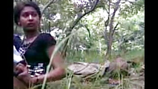 एप्रन में एक माँ ने खुद को रसोई में एक जवान लड़के को सेक्सी मूवी सेक्सी मूवी हिंदी में दिया
