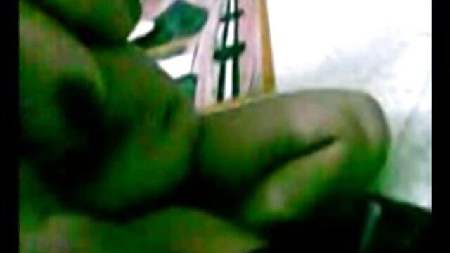 एक कोर्सेट में परिपक्व सोफे पर एक सज्जन के सेक्सी पिक्चर हिंदी वीडियो मूवी साथ fucks