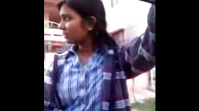 बास्केटबॉल खिलाड़ी ने सोफे पर सफेद मोज़े में फुल सेक्स हिंदी फिल्म एक काली महिला को गड़बड़ कर दिया