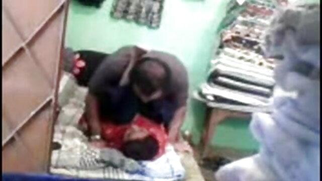PORN: ब्लैक BBW बिस्तर पर अपने प्रेमी सेक्सी वीडियो हिंदी मूवी के मुर्गा पर कूदती है