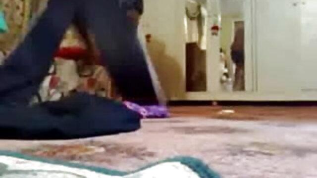 कैवलियर ने फुल सेक्सी मूवी वीडियो में एक रसदार blowjob के बाद जूते में एक दोस्त को गड़बड़ कर दिया