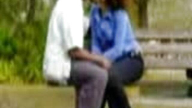 पेंटीहोज में माँ एक सफेद कुर्सी पर कैमरे से दूर झटके सेक्सी मूवी हिंदी वीडियो