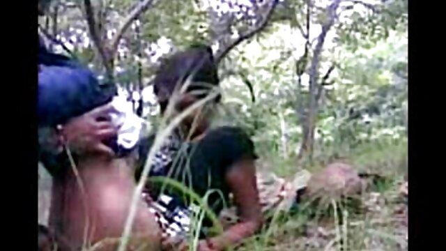 एक सेक्सी फिल्म फुल सेक्सी युवक ने एक पड़ोसी को गुदा में तला दिया