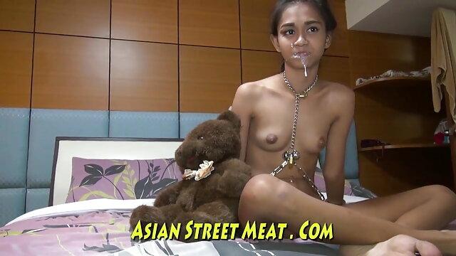 एक चालीस वर्षीय श्यामला अपने प्रेमी के साथ यौन संबंध रखने मूवी सेक्सी फिल्म वीडियो में से पहले एक योनि के साथ योनि से झटके लगाती है