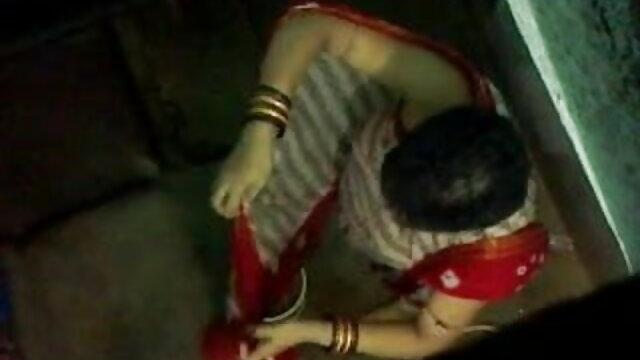 लेटीना जिम में सेक्सी मूवी पिक्चर हिंदी में लेगिंग में वर्कआउट करती है, अपने नितंबों के साथ छेड़ती है