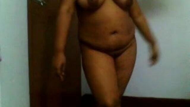 खूबसूरत हिंदी हद सेक्सी मूवी लड़की चूत को सहलाती है