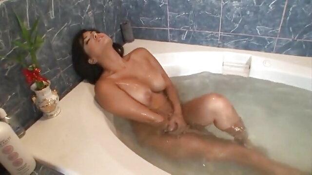 सेक्सी डॉमोस उनके सेक्सी फुल मूवी वीडियो दासों को चिढ़ाते हैं