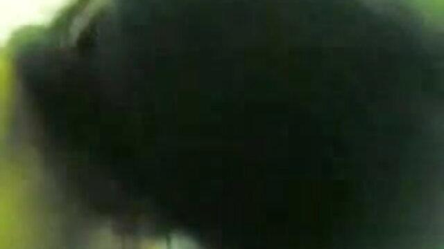 नारंगी बिकनी हिंदी में सेक्सी मूवी वीडियो में में संचिका माँ अपार्टमेंट के चारों ओर चलता है