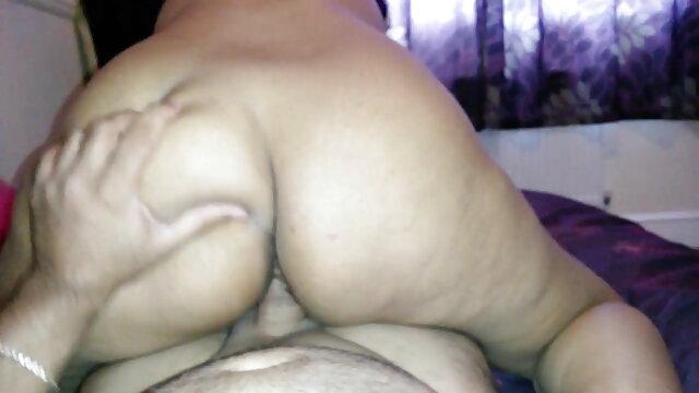पत्नी ने सेक्सी वीडियो हिंदी मूवी में सह निगल लिया