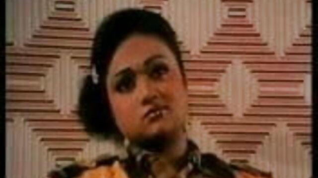 चश्मे वाली महिला सेक्सी मूवी पिक्चर हिंदी