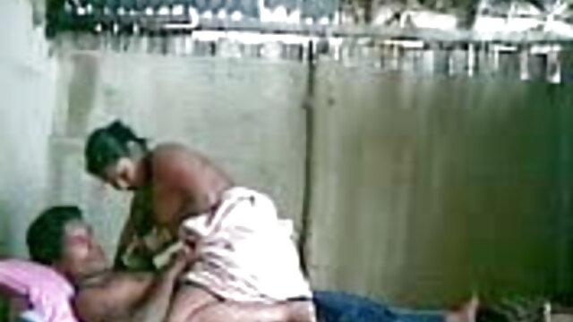 लड़की ने साइडबर्न से एक लड़के को जगाया और उसने बीमार होने के बाद उसकी सेक्सी हिंदी मूवी वीडियो चूत में एक बोल्ट घुसा दिया