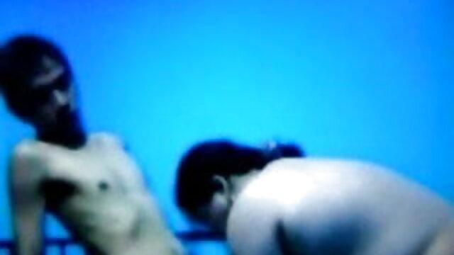 तेंदुए की पोशाक में लड़की हस्तमैथुन करती है और मुर्गा सेक्सी मूवी फुल हिंदी चूसती है